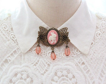 Cute Girls Brooch Antique Bronze Brooches Pink Beads Tassel Pendent Cute Retro Roses Bunny Brooches pin