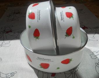 Vintage Enamel Bowls. Bowls Set of 3. Enamel Strawberries Bowls. Metal Bowl. Cooking Dishes.