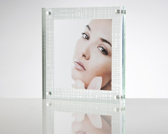 Acrylic Magnetic Perspex Picture Frame / Photo Frame / Sign Holder with coloured back panel | Premium acrylic | Made in the UK