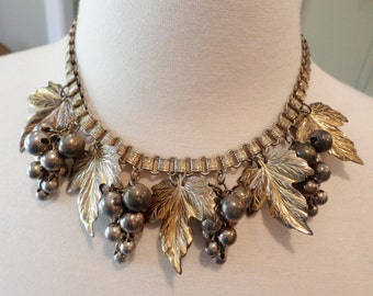 Vintage Unique Dark Gold Tone Book chain w/Grapes and Leaves Choker Necklace.