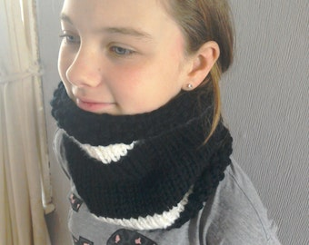 Teen black and cream cowl