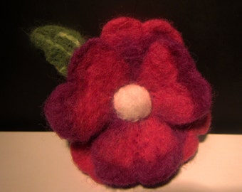 Woolen flower brooch, Flower - Purple haze