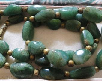 Vintage 1950s Scottish green agate hard stone necklace 61 cms