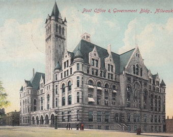 Milwaukee, Wisconsin Vintage Postcard - Government Building and Post Office