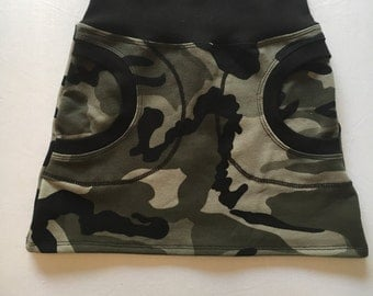 Skirt in organic cotton. Choose between Military or hummingbirds fabric