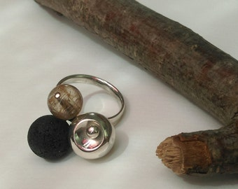 Ring with volcanic - & rutilated quartz beads