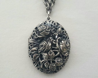 Antique style locket necklace
