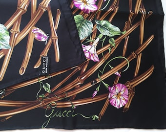 Gucci style silk scarf. Size 34*34 in.