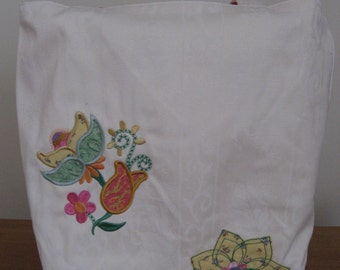 Appliqued tote with flowers
