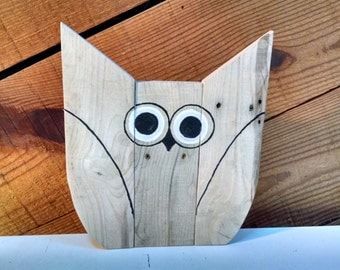 Adorable hand-painted pallet wood Owl