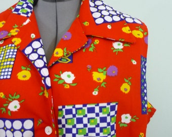 Cherry Red 1970s Floral and Geometric Garden Top / Vibrant Sleeveless 70s Collared Blouse / Modern plus size 2X-3X