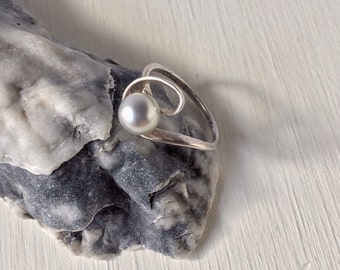 Classic Vintage Sterling Silver Genuine Gray Pearl Swirl Ring
