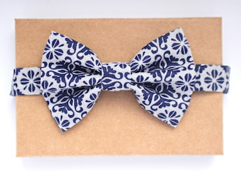 Boys Bow Tie, Navy and White Boys Bow Tie, Modern Boys Bow Tie, Navy and White Patterned Bow Tie, Photography Prop, Wedding Boys Bow Tie