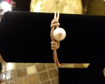 Tan Leather and Freshwater Pearl Bracelet