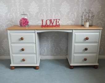 Pine dressing table painted in ammonite 274