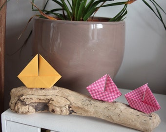 Decoration origami sailboats driftwood