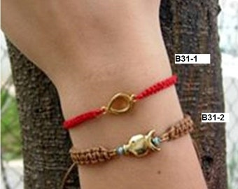 Bracelets Makrame Red Cotton Thread, Brown Waxed Twine, An Adjustable Opening