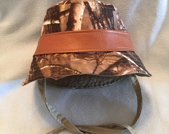 Child's Bucket Hat Sun Hat Camouflage Fabric Reversible to UPF 50 Sun Protective Removable Band S