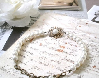 Bracelet marriage, retro, vintage and romantic, glass beads pearly, ivory colour, bronze metal primers.