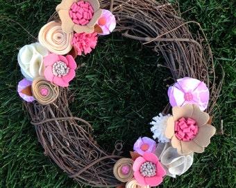 Grapevine wreath • Felt flower wreath • Front door wreath • Spring wreath • Summer wreath • Pink wreath