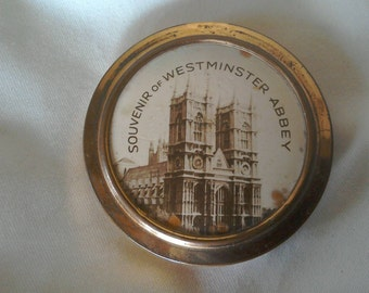 Compact Rimmel 1940s with Westminster Abbey on the front.