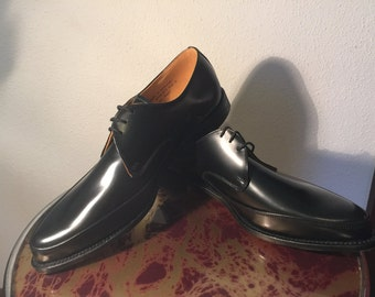 Vintage 1950s gibson dress shoes,new old stock still in box,all leather UK11,black,made in England.