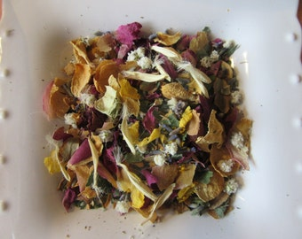 Hand dried vintage look wedding confetti with roses, lavender, gypsohilla, roses leaves, daisy petals and lilac.