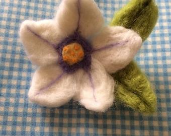 Large needlefelt flower brooch