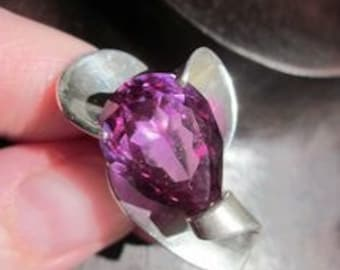 Vintage J-S Eagle93 signed faceted purple sapphire ring