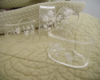 Set of 4 Vintage Lucite Napkin Rings