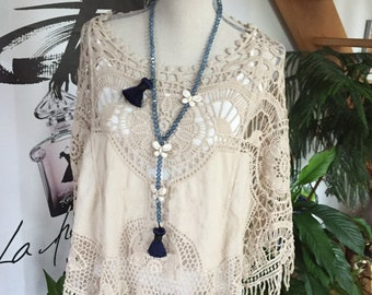Collar necklace in blue glass Crackle marine PomPoms and butterflies howlite white beads