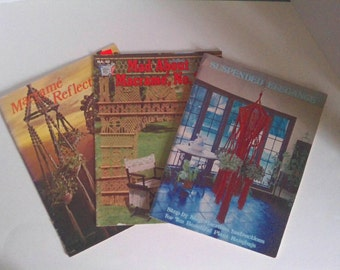 Macrame instruction booklets. Over 40 items.