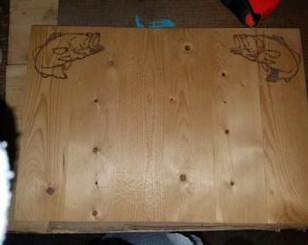 Custom wood designs on pallet wood