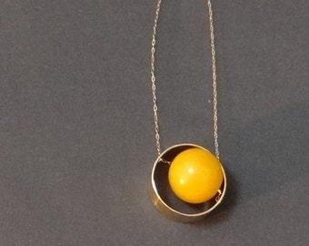 yellow bead circle necklace