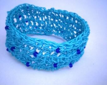 Paper yarn crochet bracelet perfect for the summer