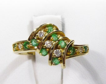 Vintage 18k yellow gold ring with Emerald and SI1-G Diamond, size 6.5