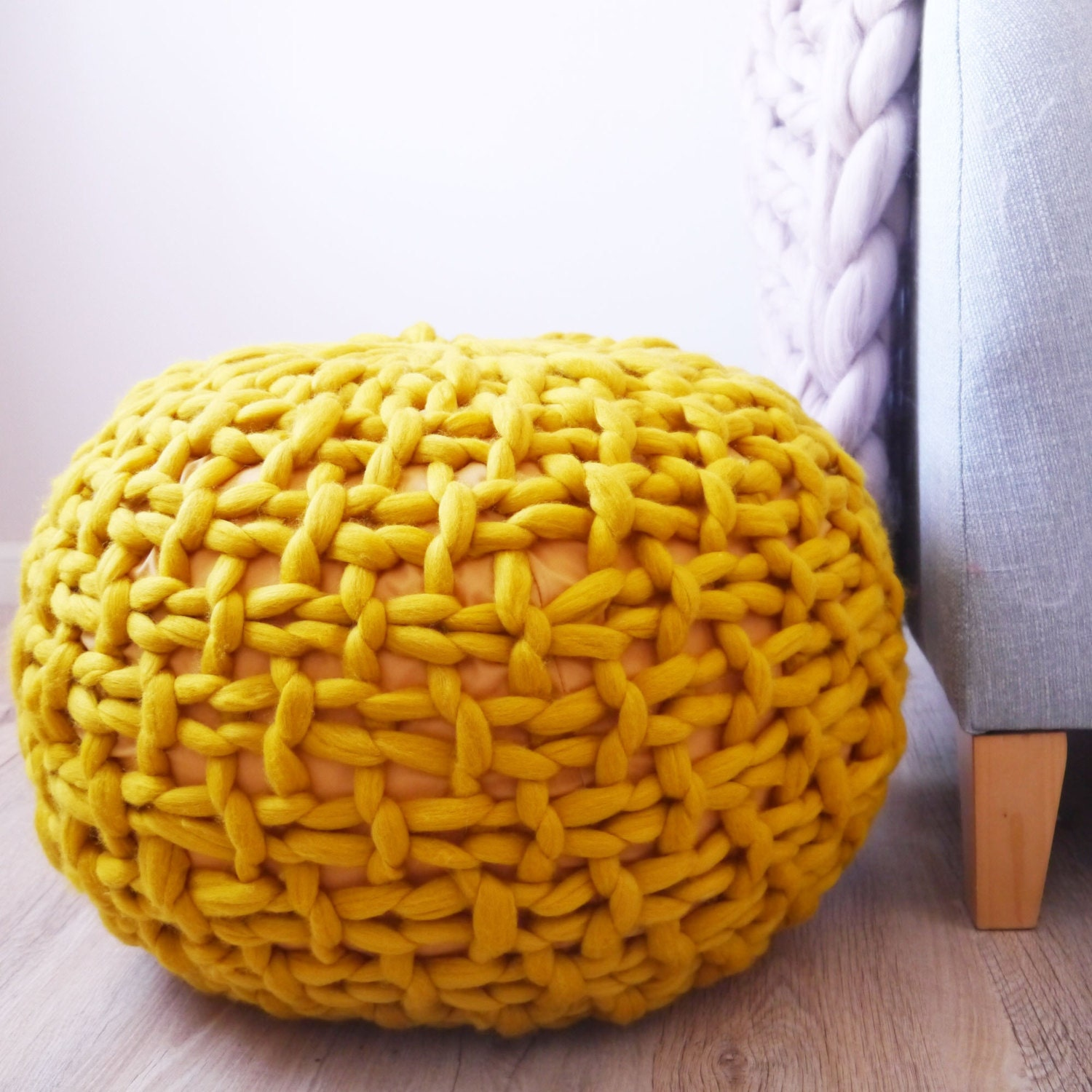 jaune moutarde tricot pouf ottoman repose pieds moutarde. Black Bedroom Furniture Sets. Home Design Ideas