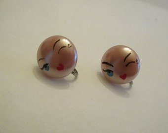 Adorable vintage pink face with winking eye screw back earrings