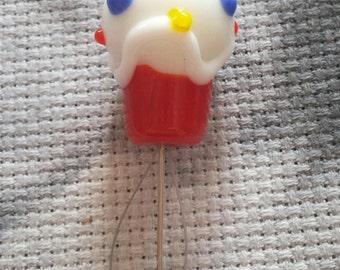 Cupcake Needle Threader