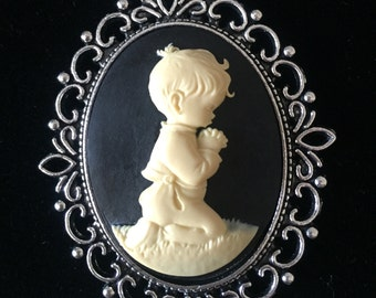 Cameo Pendant Necklace Vintage Style