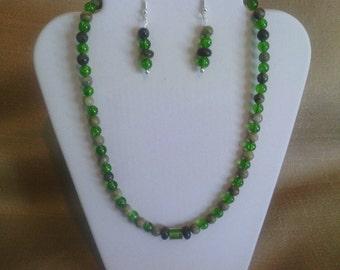 228 Classic Jungle Jasper and Green Crackle Glass Beaded Choker