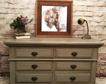 Absolutely gorgeous 6 drawer Broyhill dresser