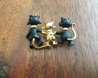 Trio of vintage cats brooch