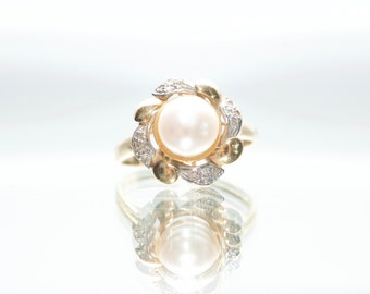 14k Yellow Gold Flower Akoya Pearl Ring With Diamond Accents Size 6.5
