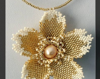 golden flower - sweet beaded necklace in gold with a freshwater pearl