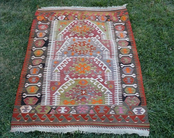 FREE SHİPPİNG Vintage,Turkish Kilim Rug.3'7''x4'7''feet-110x140cm.Very Beatfull Turkish Kilim Rug.Dekorative Kilim Rug With.Colorfull Piece
