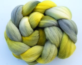 Hand dyed MERINO roving spinning felting fibre, 100 g/3.5 oz