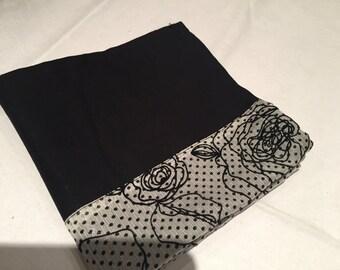 Black and White Floral Patterned Napkins (set of two), linen napkins, black napkins, white napkins, floral napkins