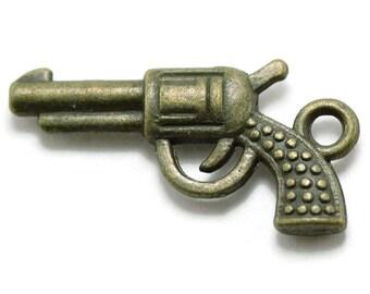 10 Gun Charms bronze brass tone pistol hand gun charms (S549)