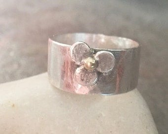 ON SALE - Sterling Silver Wide Band Recycled 22K Gold Flower Ring - Us Size 5